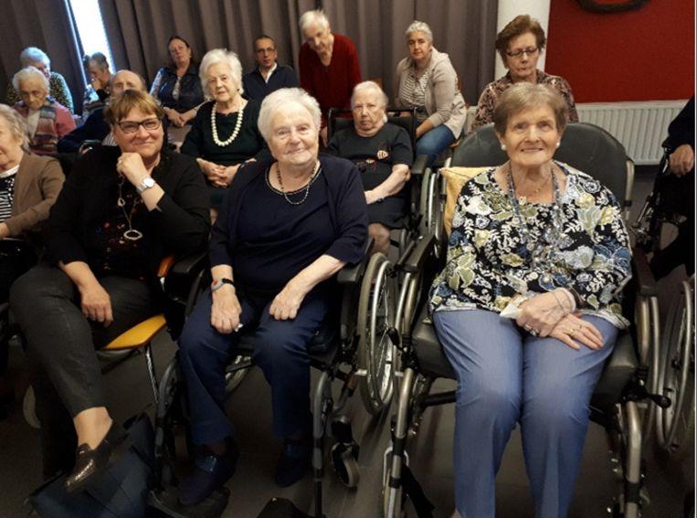 De bewoners van wzc Henri Vander Stokken genoten met volle teugen van de toneelvoorstelling.