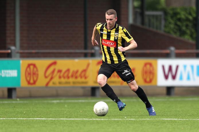De 22-jarige Velpenaar Joris Klein-Holte zat afgelopen weekend na acht maanden weer bij de wedstrijdselectie van de tweededivisionist en kan komend weekend zijn eerste minuten maken.