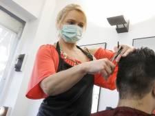 """Les coiffeurs déçus de ne pas pouvoir rouvrir: """"Un bain de sang va suivre"""""""