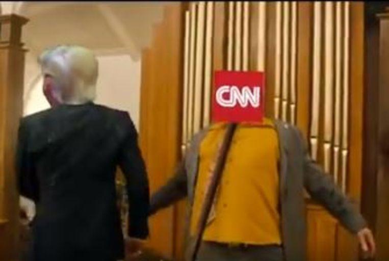Nieuwsorganisatie CNN krijgt een staaf door het hoofd.