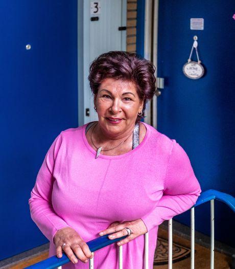 Drugs en pistool van zoon maakten modelburger Astrid (64) dakloos en nu is haar reddende engel overleden