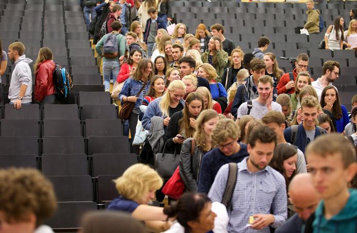25.000 bachelorstudenten zullen hun examens op de campussen van de UGent moeten afleggen, rekening houden met de regels rond social distancing.