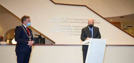 Nóg een keer hoog bezoek in Gouda: ook minister Grapperhaus doet gemeentehuis aan