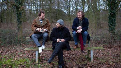 """Antwerpse band Tin Fingers draait zich warm voor show in AB: """"De paljas uithangen aan zee, dat vormt de basis van ons nieuw album"""""""