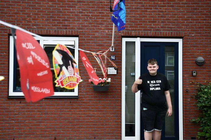 Maik( (16) uit Vroomshoop is vandaag één van de geslaagden in Twente. Hij haalde zijn diploma op Het Noordik in Vroomshoop.