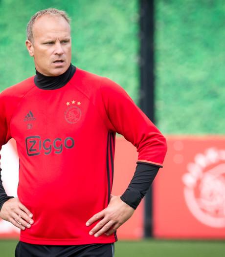 Contract Bergkamp bij Ajax ontbonden