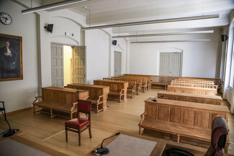 De rechter in Ieper veroordeelde een man tot twaalf maanden cel voor verschillende feiten van slagen.