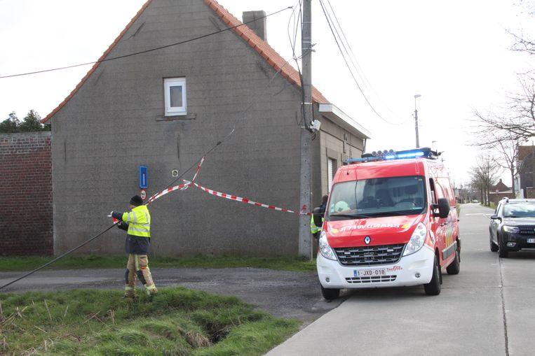 In Izegem beveiligde de brandweer een elektriciteitskabel die naar beneden was gevallen.