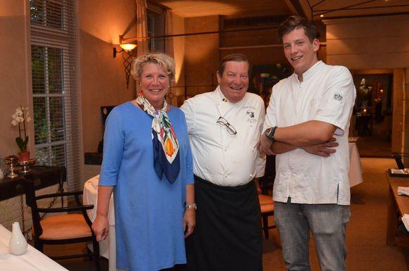 Chef-kok Philippe Vanheule (midden) met echtgenote Marita en zoon Thomas in restaurant Hof Ter Eycken.