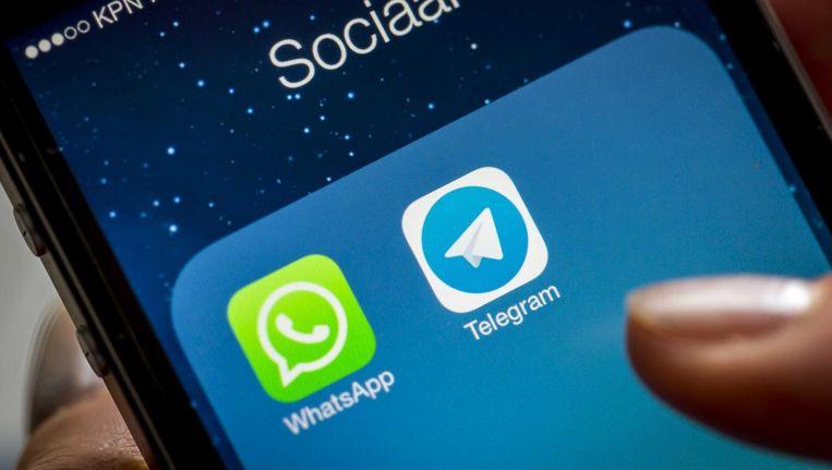 Iconen van Whatsapp en Telegram. Als het aan de AIVD ligt leest de inlichtingendienst binnenkort mee met verdachte personen. Beeld null