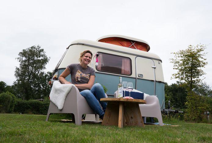 Sabine Rensen op camping Klein Geluk. ,,Mensen een goed gevoel bezorgen is waar ik blij van word.''