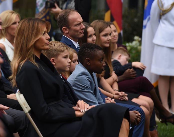 First Lady Melania Trump met de man van Barrett, Jesse Barret, en hun zeven kinderen.