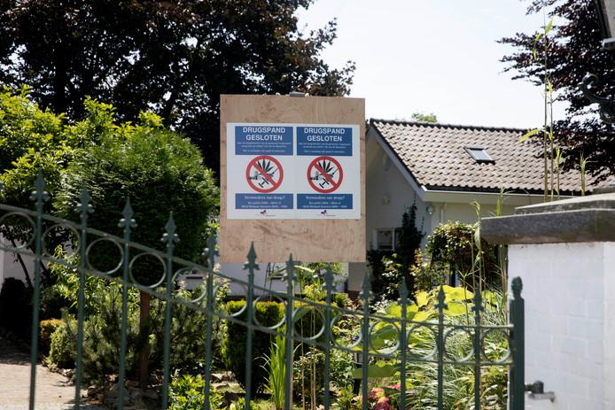 De villa aan Kattenleger 15 in Bemmel is na de schietpartij en de aangetroffen wiet-plantage door de burgemeester gesloten.