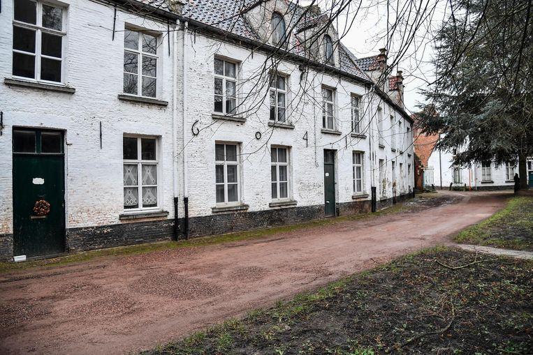 Zes huisjes in het begijnhof worden gerestaureerd.