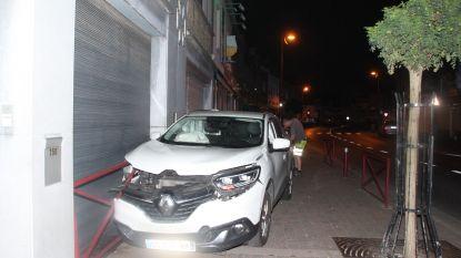 Franse automobilist knalt tegen gevel apotheek