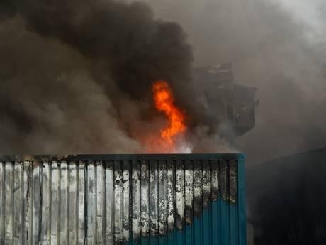 Asbest in de rookpluim van grote brand waar 20.000 varkens bij omkwamen
