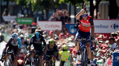 Froome test de favorieten meteen in Andorra en wordt leider, Nibali pakt de dagzege