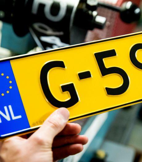 Waarom Nederlandse nummerborden geel zijn (en Belgische niet)