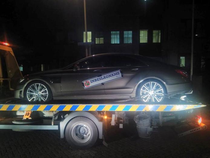 Er werden twee personenauto's in beslag genomen bij de huiszoekingen.