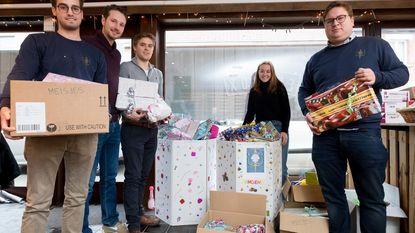 Leo's schenken cadeautjes aan gezinnen in armoede