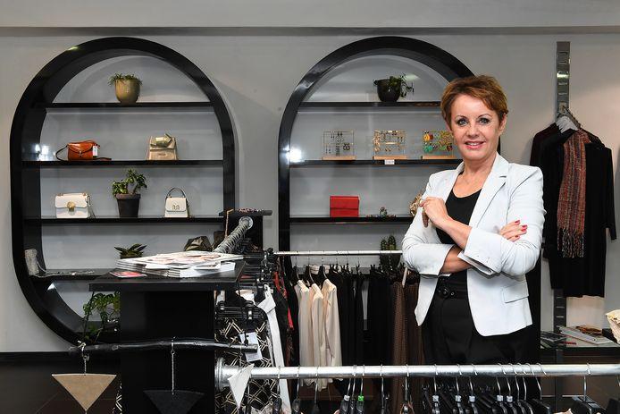 Lisette de Ruiter-Theunissen in haar winkel.