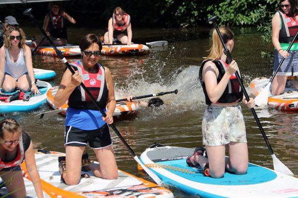 Het warme weer zorgde ervoor dat de peddelaars een tuimeling in het water niet al te erg vonden