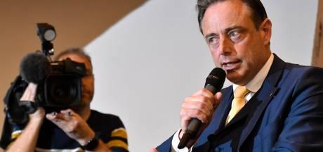 """Bart De Wever assume les """"razzias"""" à Anvers et se dit """"fier"""" du travail mené avec Theo Francken"""