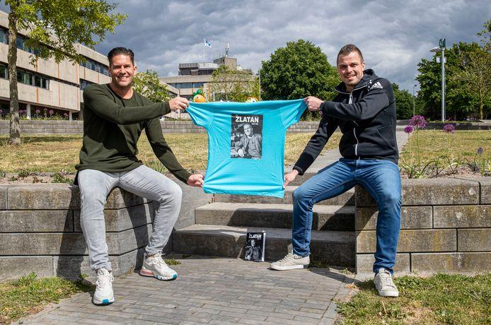 Michael Kersboom (rechts) heeft een boek geschreven over amateurvoetballer Rameau Heerebout, die ook wel als 'De Zlatan van Ede' door het leven gaat.