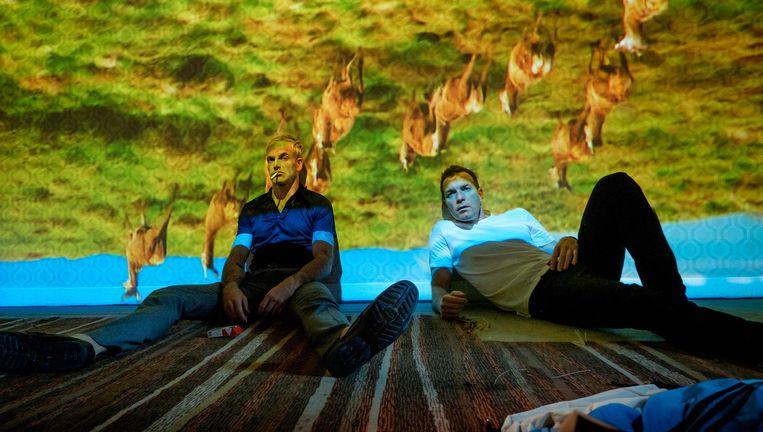Johny Lee Miller en Ewan McGregor in T2 Trainspotting Beeld