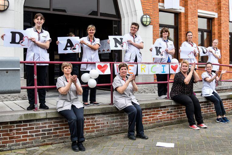 20200320 Baasrode  Foto Geert De Rycke Dank u wel   Coronavirus - Witte lakens - Applaus - Witte handdoeken - Verplegend personeel - Sint-Vincentius