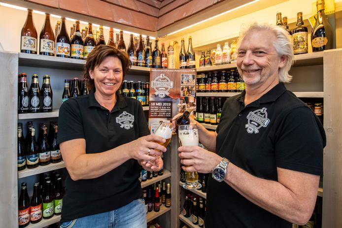 Charel Wolvekamp organiseert samen met Marlies Draaijer van slijterij 't Wienuus in mei het bierfestival op Tholen.