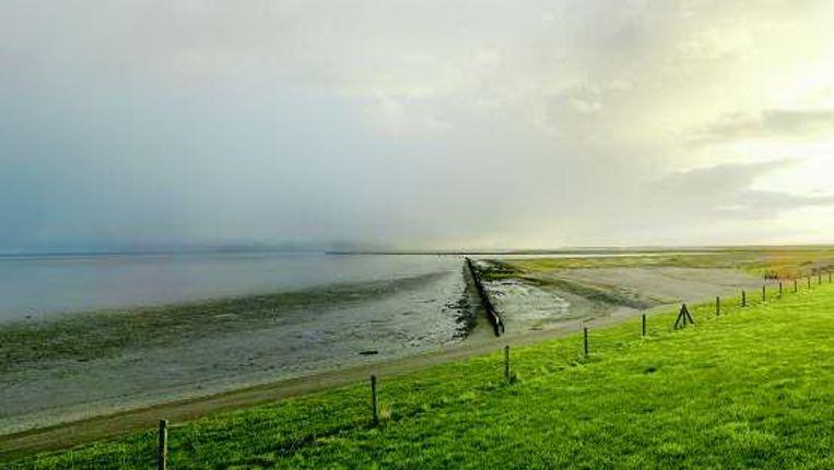 Sinds 2007 wordt vanaf land door de NAM aardgas gewonnen uit de Waddenzee, een van de werelderfgoederen die Nederland rijk is. (ANP) Beeld