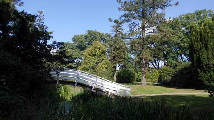 Het geliefde witte bruggetje waar altijd veel foto's worden genomen