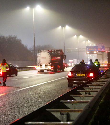 Geen gewonden, wel dichte rijstrook na aanrijding op A1 bij Apeldoorn