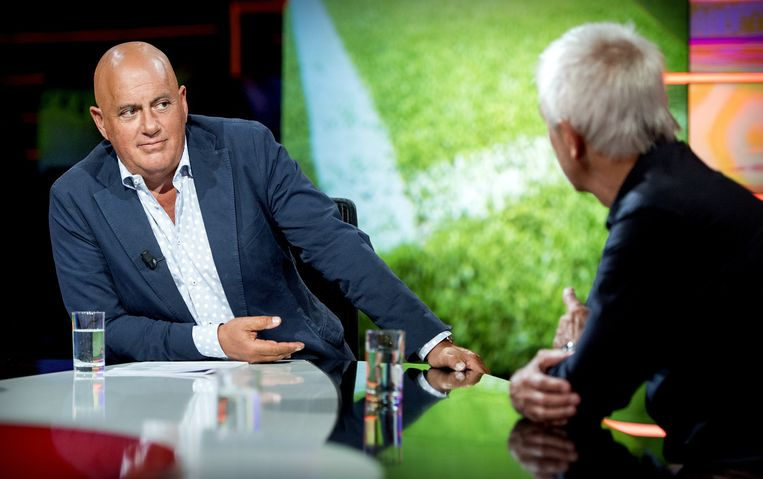 Jack van Gelder als presentator van het wekelijkse praatprogramma Studio Voetbal. Hier in gesprek met voormalig bondscoach van het Nederlands Elftal Bert van Marwijk. Beeld anp
