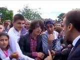 Macron geeft onbeleefde tiener veeg uit de pan