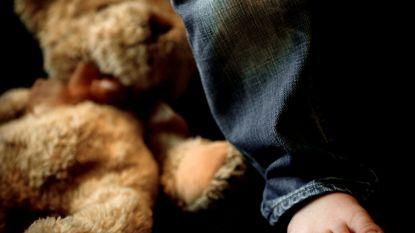 Veroordeeld voor misbruik van baby-dochter, maar pedofiel doet het opnieuw als ze 8 jaar is
