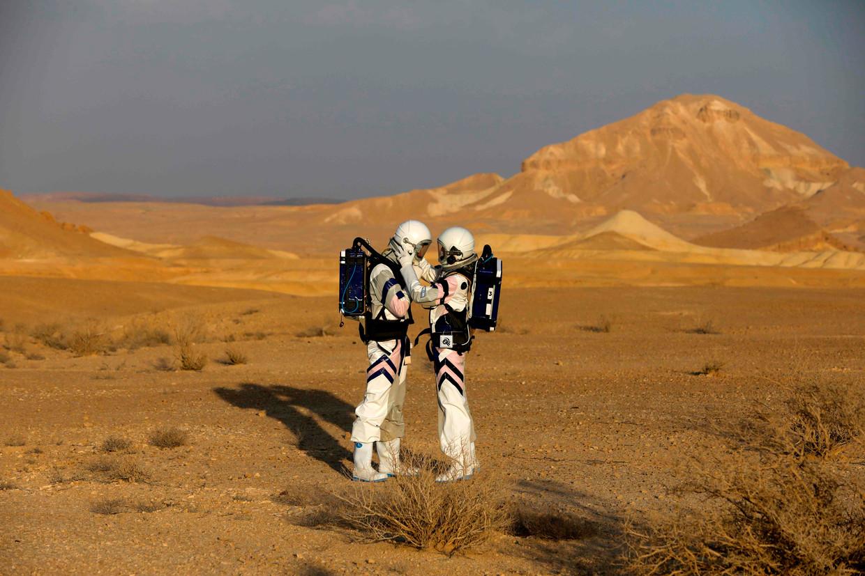 In de Negev-woestijn in Israël wordt in 2018 door astronauten het leven op Mars gesimuleerd.   Beeld AFP
