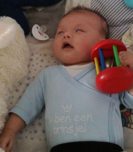 Baby Miguel uit Reusel naar Amerika voor oogoperatie