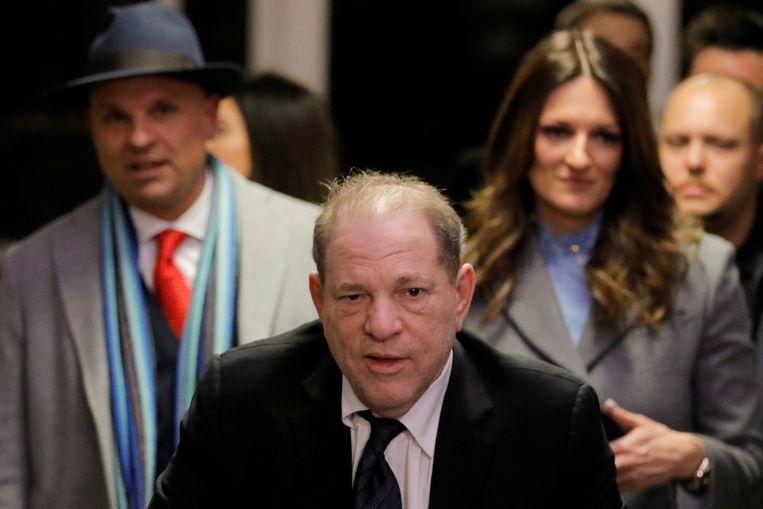 Harvey Weinstein vertrekt uit de rechtszaal. Beeld REUTERS