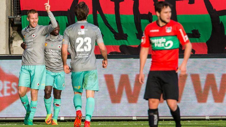 Mike van Duinen (Excelsior) scoort de 0-1 en viert dit met ploeggenoten Nigel Hasselbaink en Milan Massop. Beeld ANP