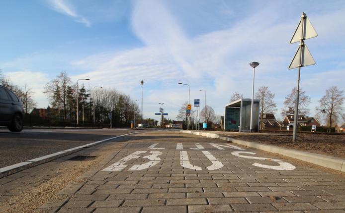 De nieuwe bushalte aan de Vosdonkseweg, tussen St. Willebrord en Sprundel, nog zonder overkapte fietsenstalling