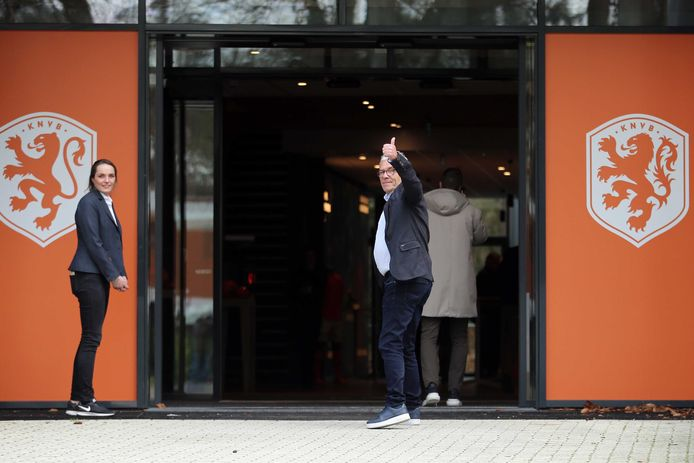 Directeur betaald voetbal Eric Gudde arriveert bij de KNVB voor overleg over de uitbraak van het coronavirus.