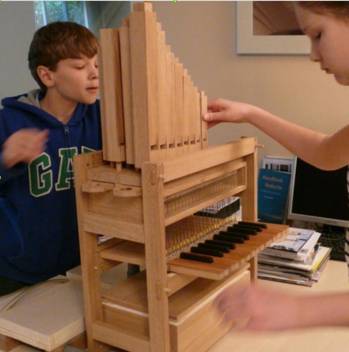 Doesburgse kinderen leren een orgel bouwen.