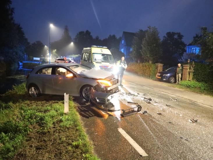 Auto en tractor botsen frontaal op Waspikseweg in 's Gravenmoer