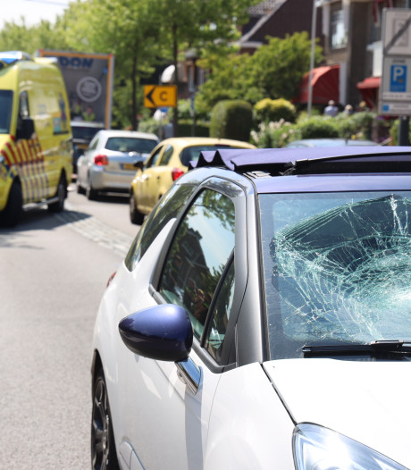 Jongetje gewond na aanrijding met auto op Ruys de Beerenbrouckplein