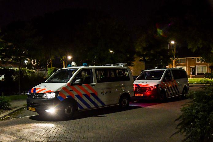 Een vrouw, de ex van de dader, is met steekwonden overgebracht naar het ziekenhuis.