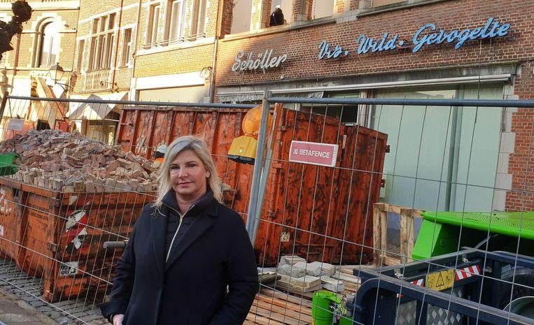 Sandra Van den Berg voor de voormalige viswinkel Schöller.