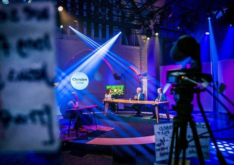 Een kijkje achter de schermen bij het digitale ChristenUnie-partijcongres. Beeld ANP/Remko de Waal