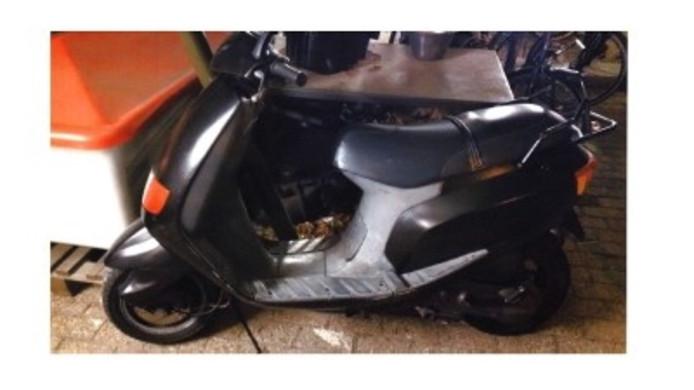 De gestolen scooter.